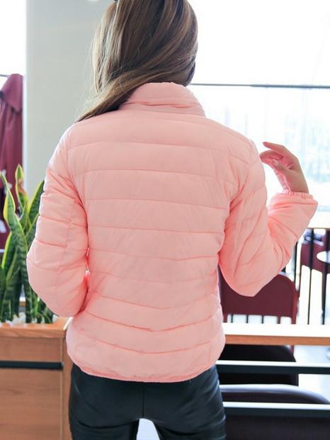 Короткая тонкая утолчённая куртка для женщин  - 4