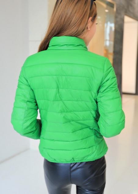 Короткая тонкая утолчённая куртка для женщин  - 9