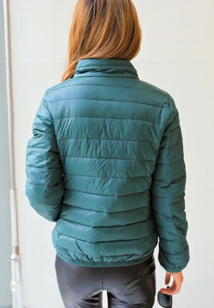 Короткая тонкая утолчённая куртка для женщин  - 12