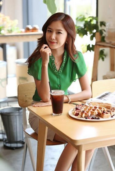 Летняя блузка с коротким руковом для женщин  - 1