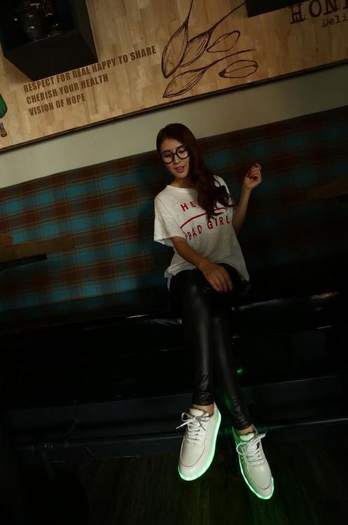 Красочные светящиеся кроссовки для женщин  - 4