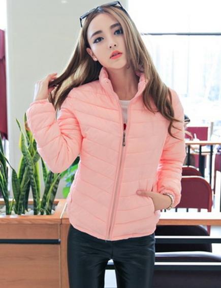 Короткая тонкая утолчённая куртка для женщин  - 3