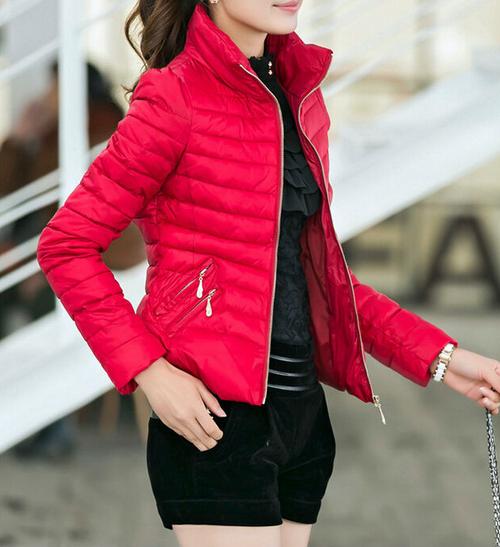 Тонкая тёплая куртка для женщин  - 1