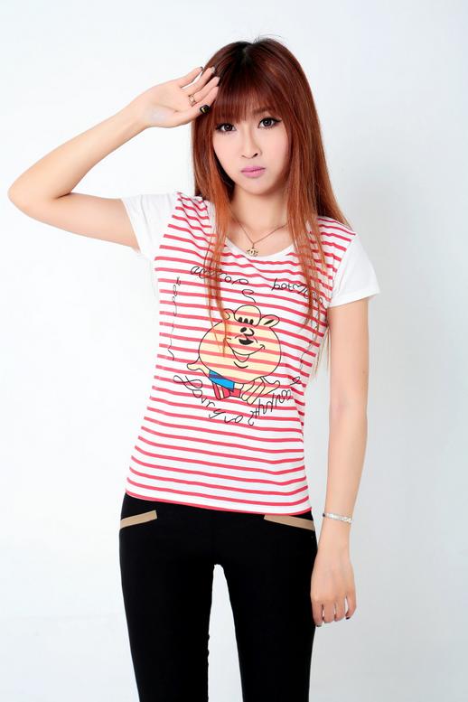 Летняя лёгкая футболка для стильных девушек